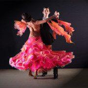 Kursy tańca towarzyskiego dla początkujących oraz zaawansowanych. Nauka tańca prowadzona jest we Wrocławiu